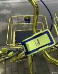 土豪金共享单车:手机无线充电+自动调节座椅