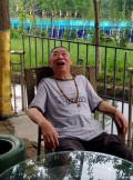 老爷子开心的青城山休闲生活。。。