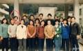 这个拍照站在第二排最不起眼的同学,现在合影时一般站在前面了