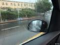 一下雨驾驶侧玻璃就这样了,怎么破。