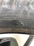 右前轮胎侧面挂掉一小块,请大家帮忙看看。