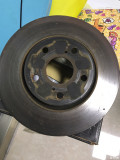 出锐志原厂拆车刹车卡钳、刹车皮、刹车碟