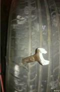 汽车轮胎自动吸钉防扎装置