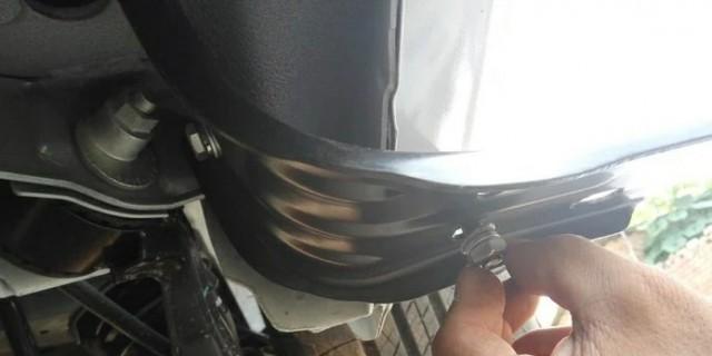 给爱车安装侧踏板 改装后排座椅