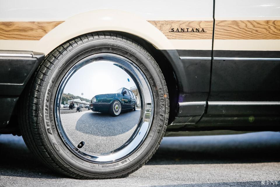桑塔纳改装车的轮毂
