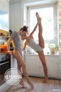 乌克兰双胞胎姐妹 花式秀瑜珈,,,,,,,,,