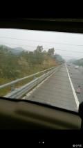 高速公路后轮爆胎
