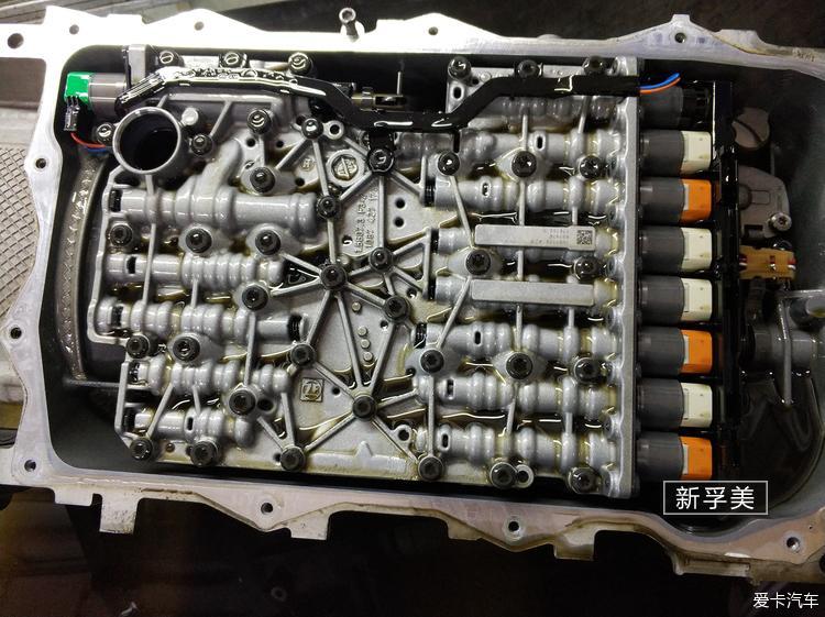 变速箱阀体图片