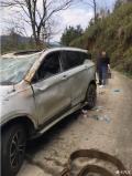 汉腾X5这车真不错,几百米高的悬崖摔下去车上四个人都没事