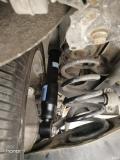 更换后避震器两个,国产配件一根260,减震胶套35一个。