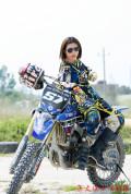 啪啪啪的W5论坛:英姿飒爽的越野摩托车女郎