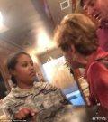 72岁白人老太太因停车纠纷殴打怀孕的美国女兵被捕