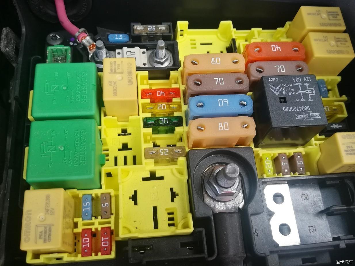 汽车论坛大全 雪铁龙c3-xr论坛 03 正文  小3发动机舱的保险盒取acc