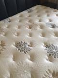 出一个几乎全新的芝华士乳胶床垫