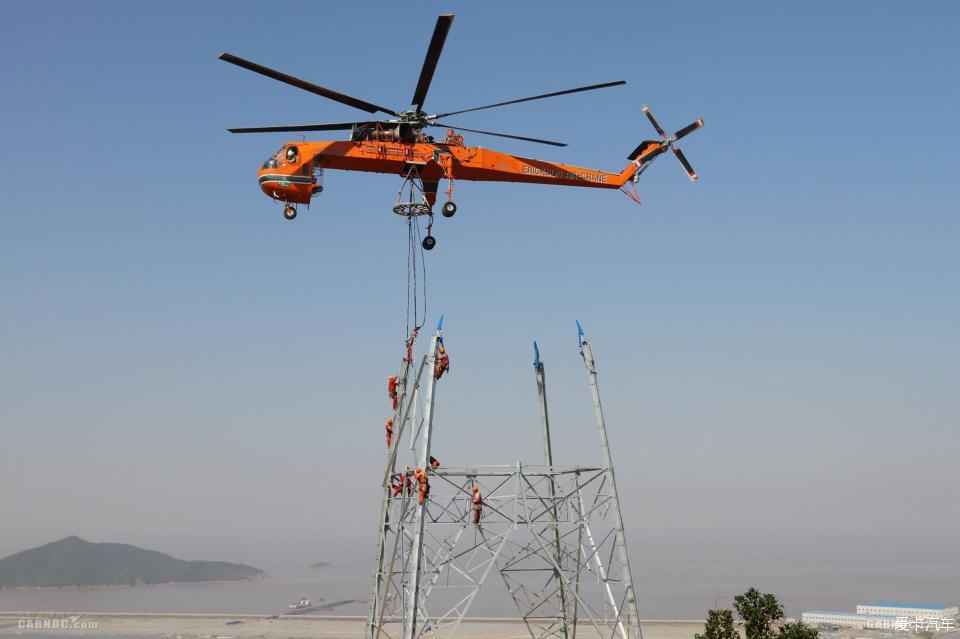 """""""空中吊车""""S-64F型直升机吊装组塔创国内新纪录!"""