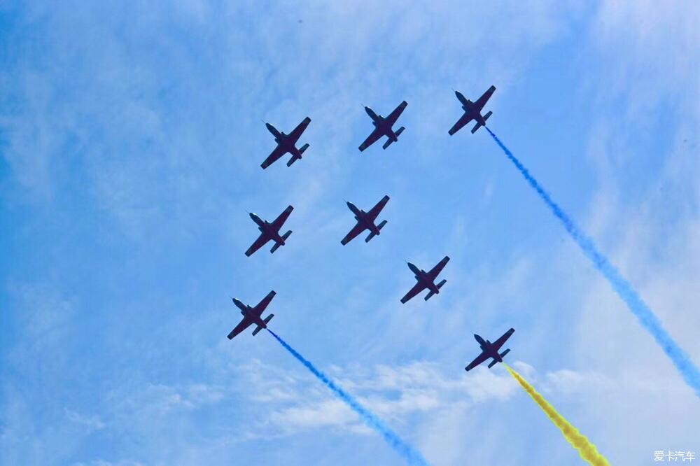> 今天是11月11日,是空军建军节,祝人民空军生快!