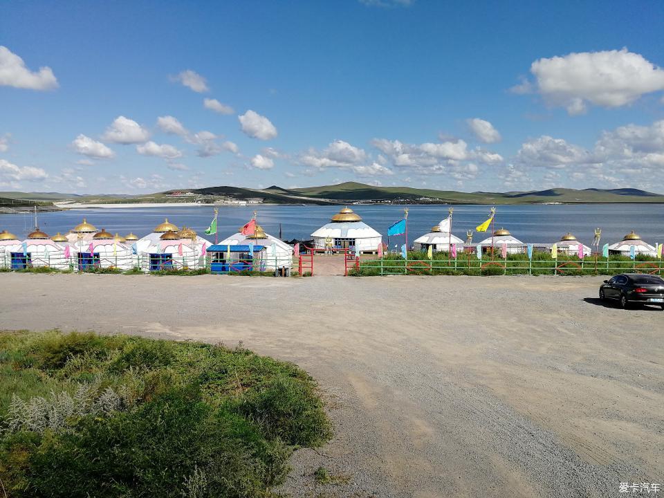 乌拉盖湖旅游区内的蒙古包