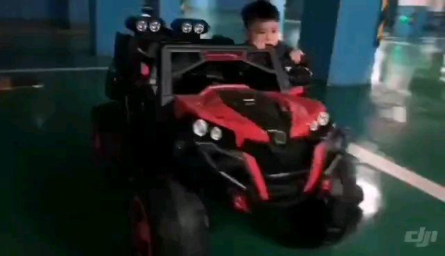 小宝宝的座驾竟然也可以如此炫酷