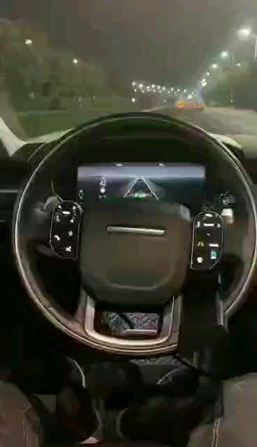 路虎最新acc的转向辅助功能,自动跟车转向稳稳的,告别捉急的车道辅助回正功能