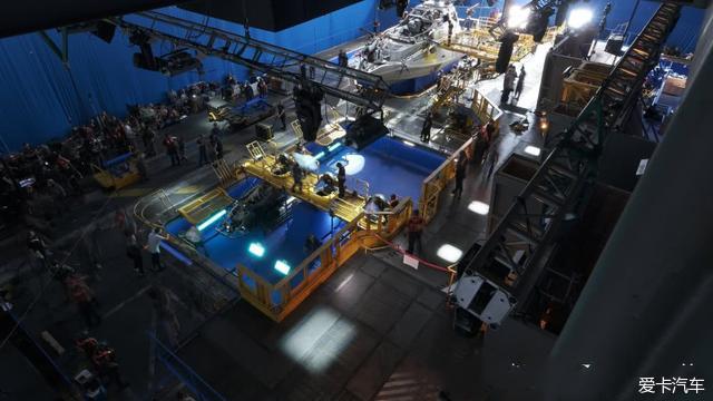 《阿凡达2》晒最新片场照,水下母舰曝光,预告