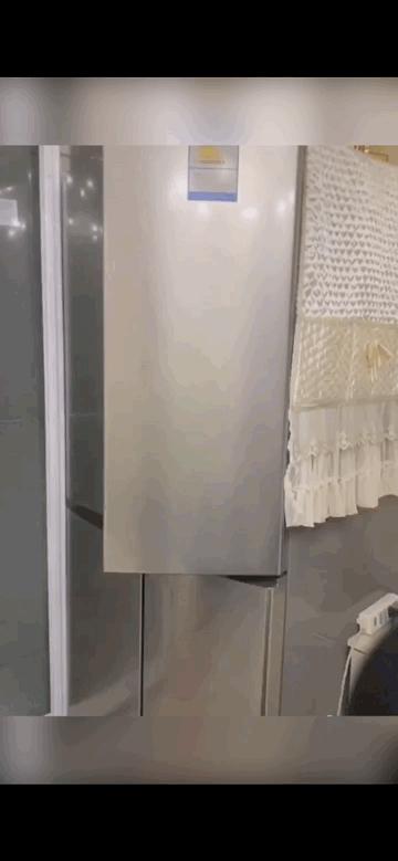 哈哈哈哈哈 左撇子开冰箱的下场