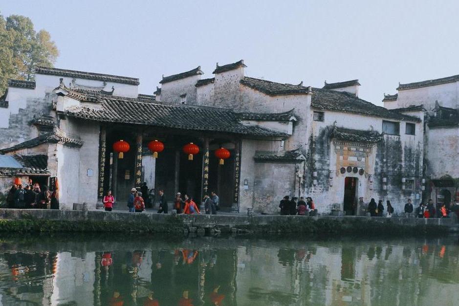 爱上江南古镇,水乡民居犹如画中呈现,荷花书院阁楼也在讲述故事