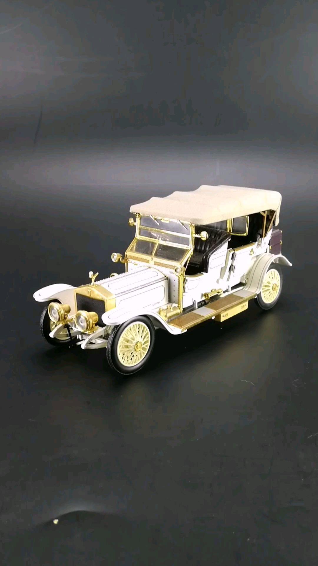 1911劳斯莱斯银灵,第一辆使用银天使车标的劳斯莱斯。1:24东晓汽车模型收藏馆提供。