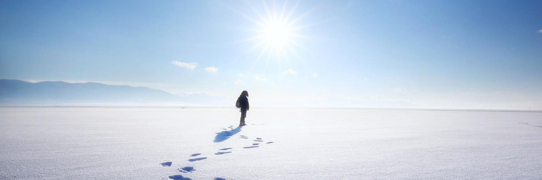來吧,這里是勇敢者向往的地方,穿行在賽里木湖的冰面上