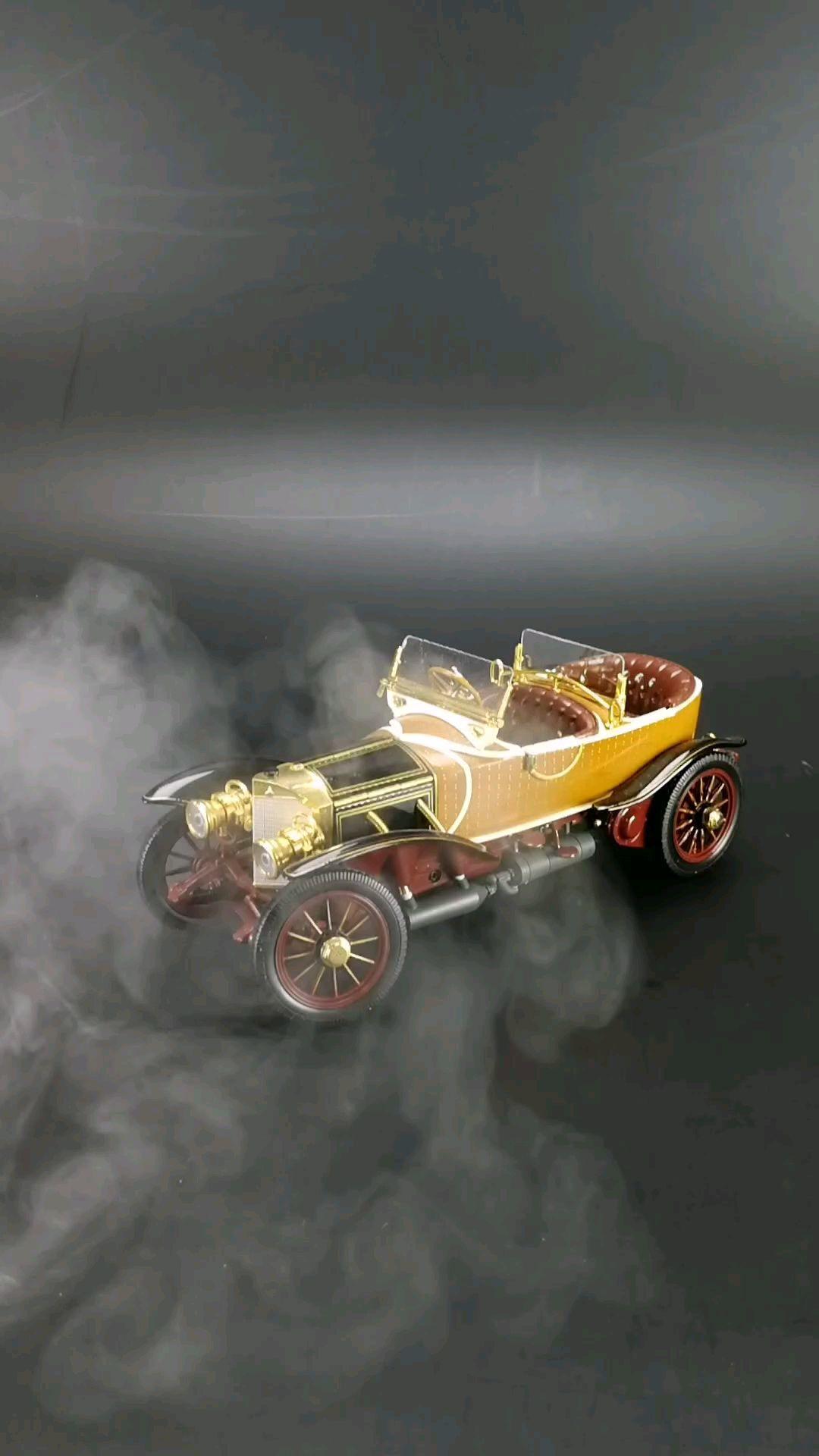 1911梅赛德斯林宝迪特船尾型木头车身跑车。1:24比例东晓汽车模型收藏馆藏品。