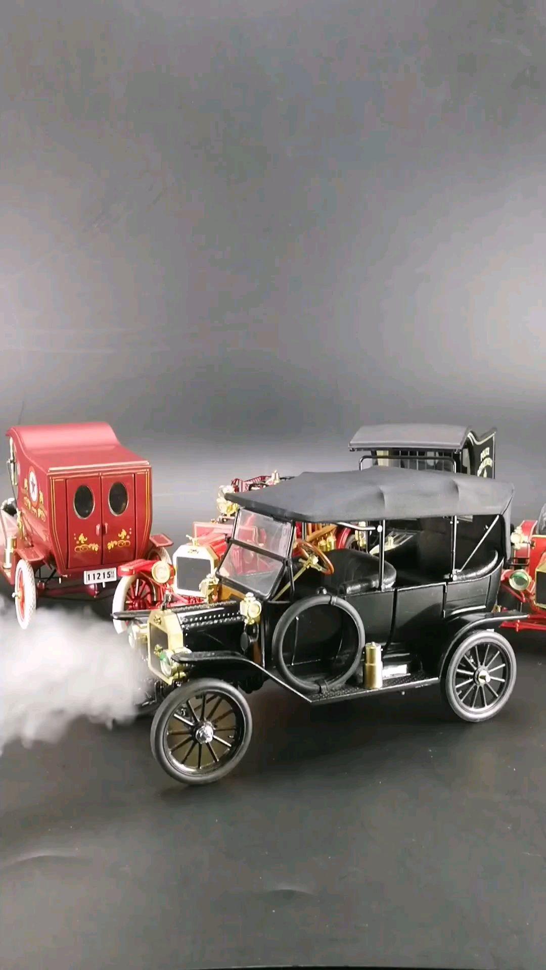 1913最早采用流水线生产的汽车福特T型车。1:16比例东晓汽车模型收藏馆藏品。
