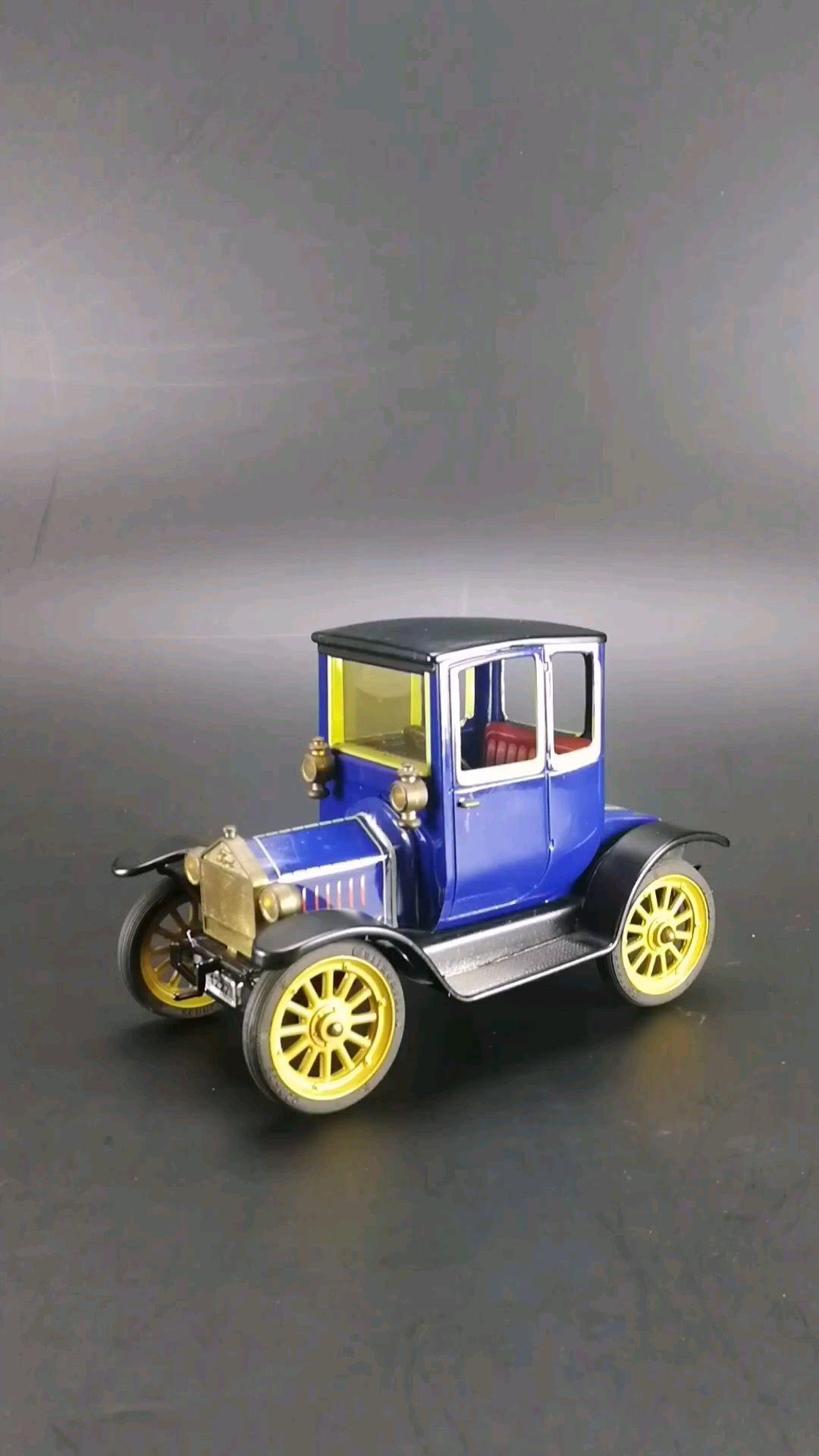 1917福特T型医生车,1:24比例铁皮玩具车,上发条可以走动。东晓汽车模型收藏馆藏品。