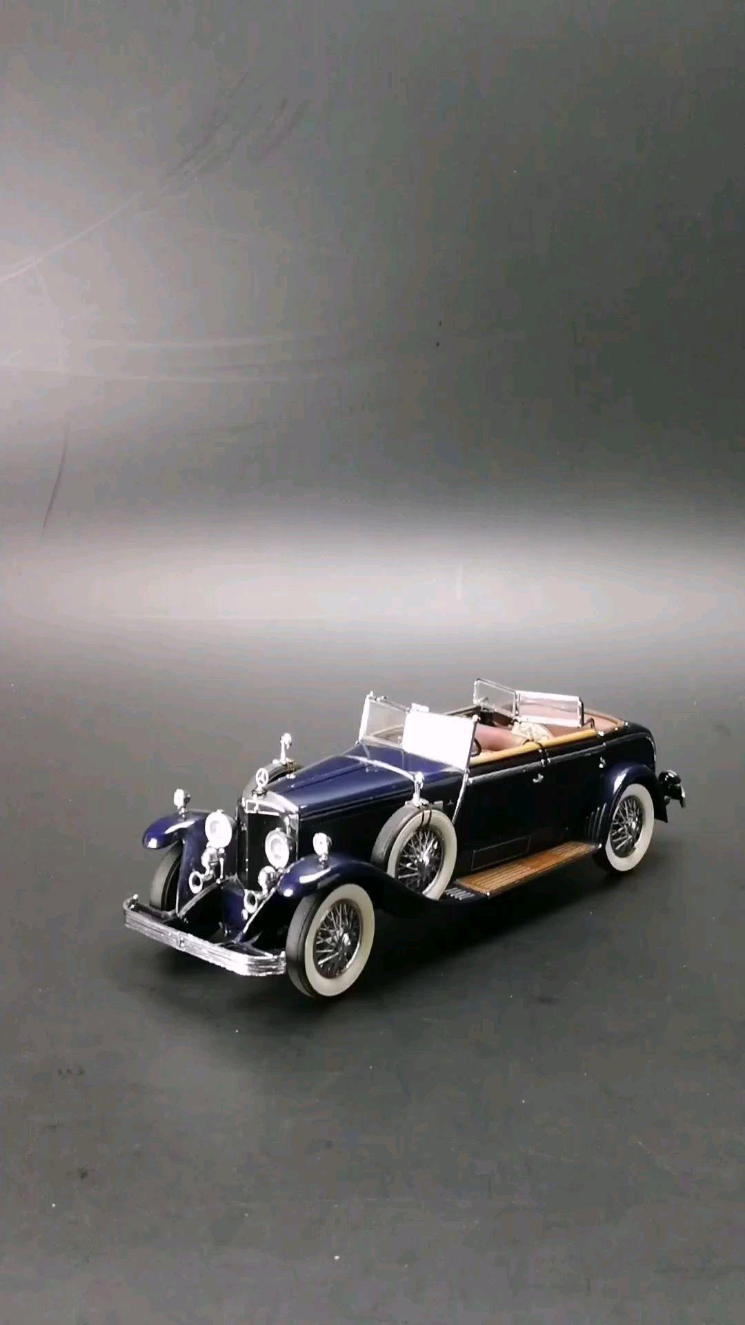 1926梅赛德斯奔驰K型敞篷轿车。1:24比例,东晓汽车模型收藏馆藏品。