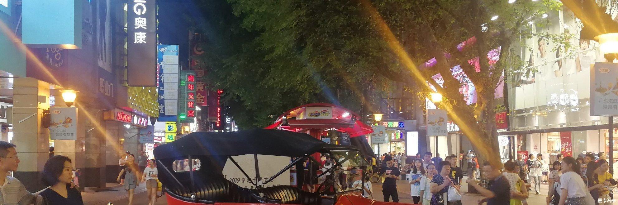 北京路步行街上的老爷车展