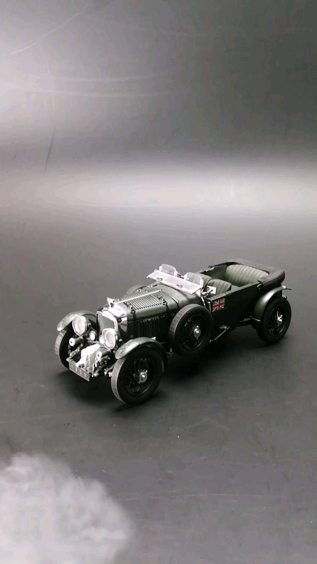 1929英国宾利4.5升机械增压勒芒赛车,1:24比例,东晓汽车模型收藏馆藏品。