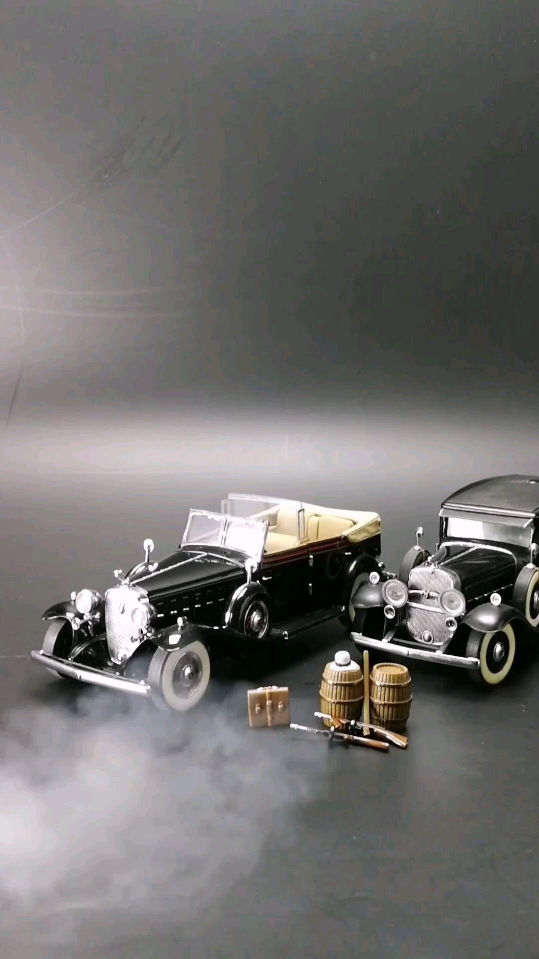 1930黑帮老大的座驾凯迪拉克V16豪华轿车,1:24比例,东晓汽车模型收藏馆藏品。