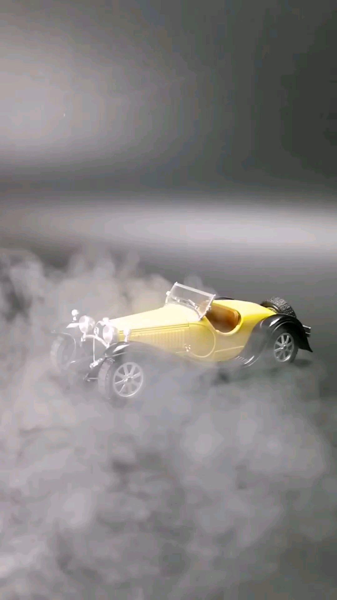 1932布加迪55型敞篷跑车,1:24比例,东晓汽车模型收藏馆藏品。