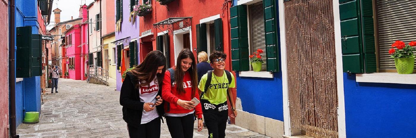 威尼斯彩虹島,一個五彩繽紛的童話世界,吸引著世界各地的游客