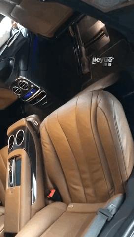 奔馳S450 四驅版 後排腿托搞定 享受舒適的後排乘坐空間