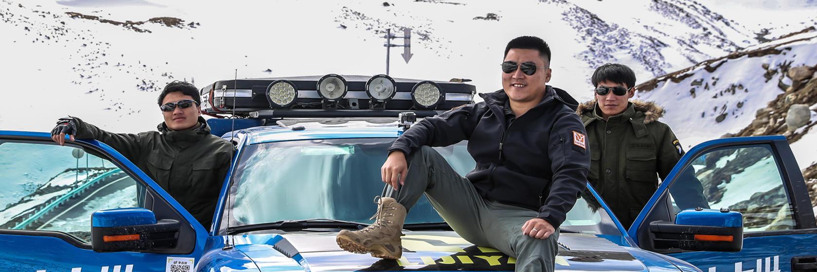 他开着猛禽,用2两年单车环完中国边境线,行驶137300公里