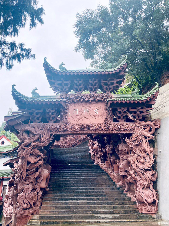 上海老庙黄金坐落在沱江河畔的千年古寺