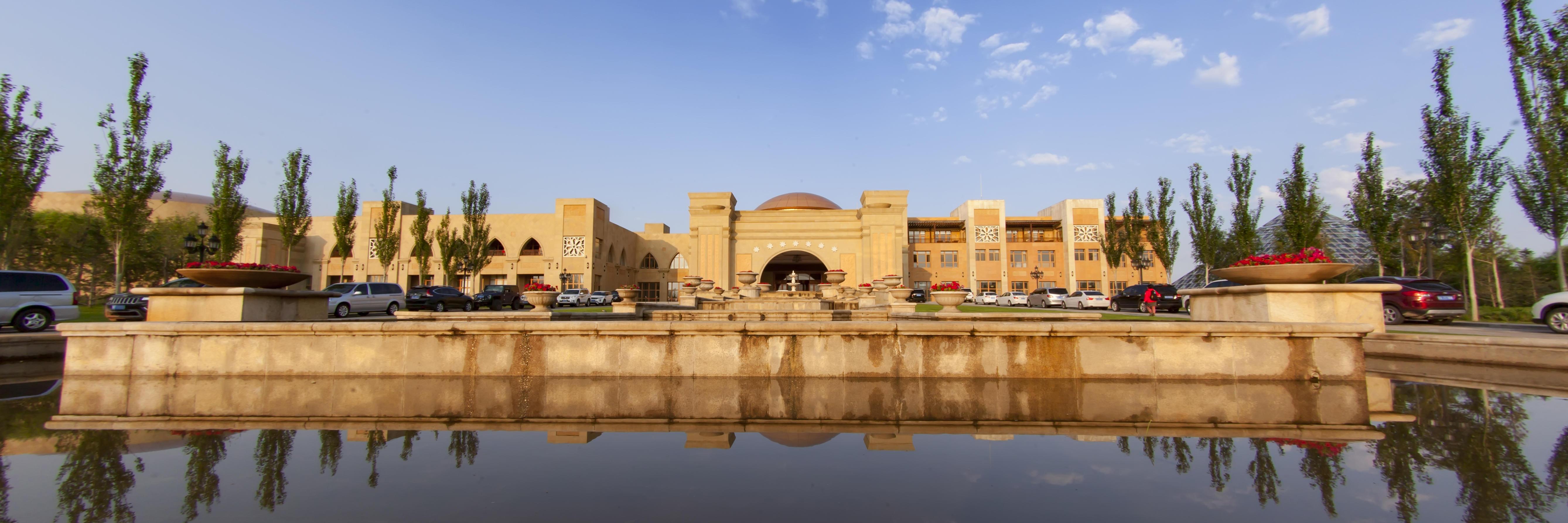 阿布扎比皇宫闻名遐迩 中国也有一类似沙漠奇迹 你可能没听说过