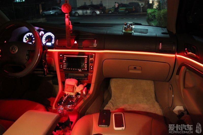 帕萨特领驭加装的车内氛围灯高清图片