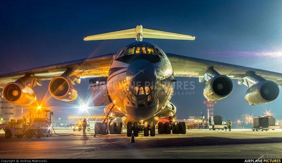 中央五�9il�..��_il-76 (伊尔-76)大型运输机