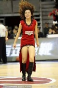 CBA广东宏远队推出全新设计的篮球宝贝热舞裙装