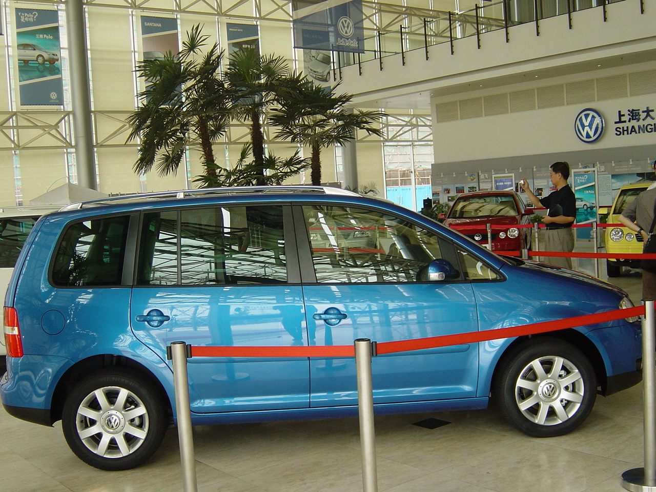 上海大众即将下线的途安高清图片