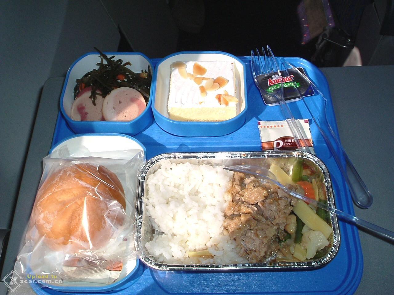 2004-10-22 16:45 2楼             飞机上的午餐 附件