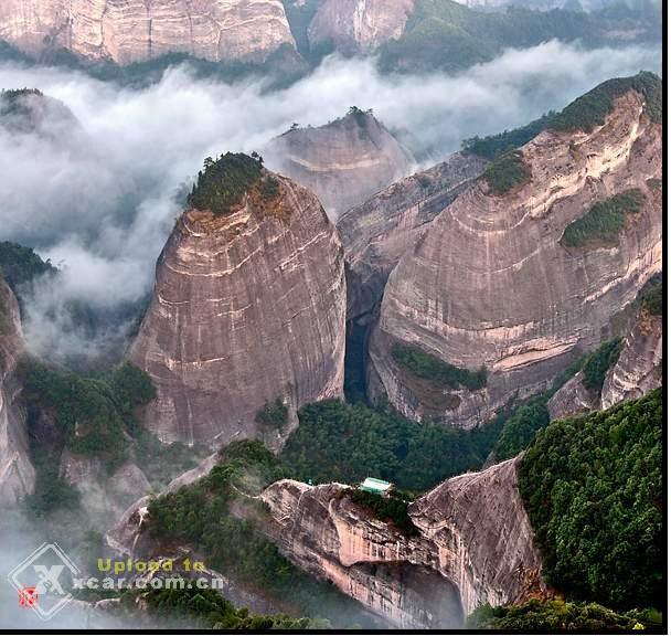 八角寨国家森林公园是广西著名风景区,属典型丹霞地貌