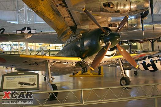 "Nakajima J1N : Nakajima J1N1-S Gekko ""Irving"" : ""月光"" 夜間攔截戰鬥機。 攔截機的戰術目的是防禦而不是攻擊或空優。它的主要目標不是敵方的戰鬥機,而是轟炸機。轟炸機通常飛得慢,但是裝甲較厚,有兩具或四具引擎,飛行高度高,動作不夠靈活。所以用來攻擊轟炸機的機種並不很注重速度或纏鬥性能,只要飛得夠高,比轟炸機快一點,但是需要比較大口徑數量多的武器才能對重型轟炸機構成足夠的傷害,所以大多是搭載加農砲,而不是一般戰鬥機用的機槍"