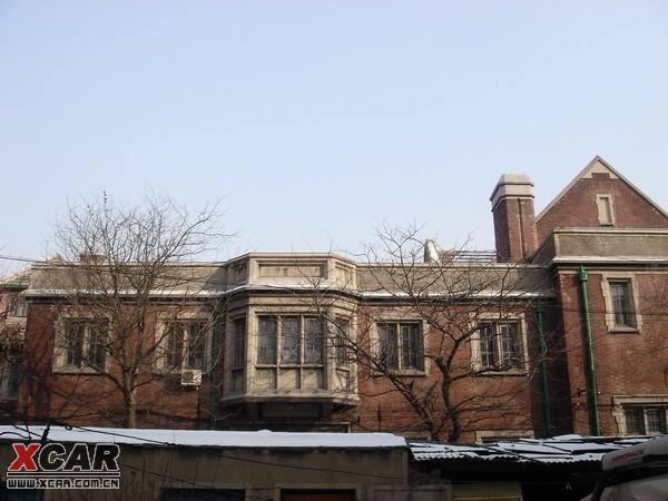 就决定拆掉原建筑,请名师设计了七栋北欧式三层楼房