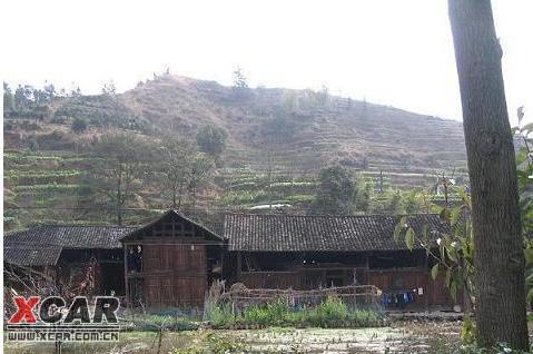 湘西路边的木房子